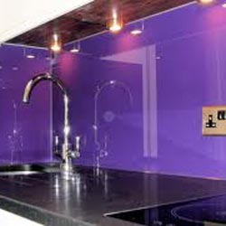 Look at the mulberry coloured splashback wall